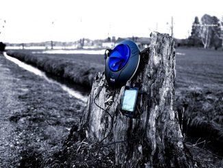 BF Portable auf Baumstamm