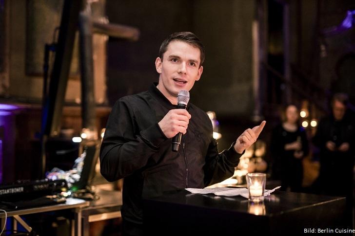 CEO hält einen Vortrag zu Berlin Cuisine.
