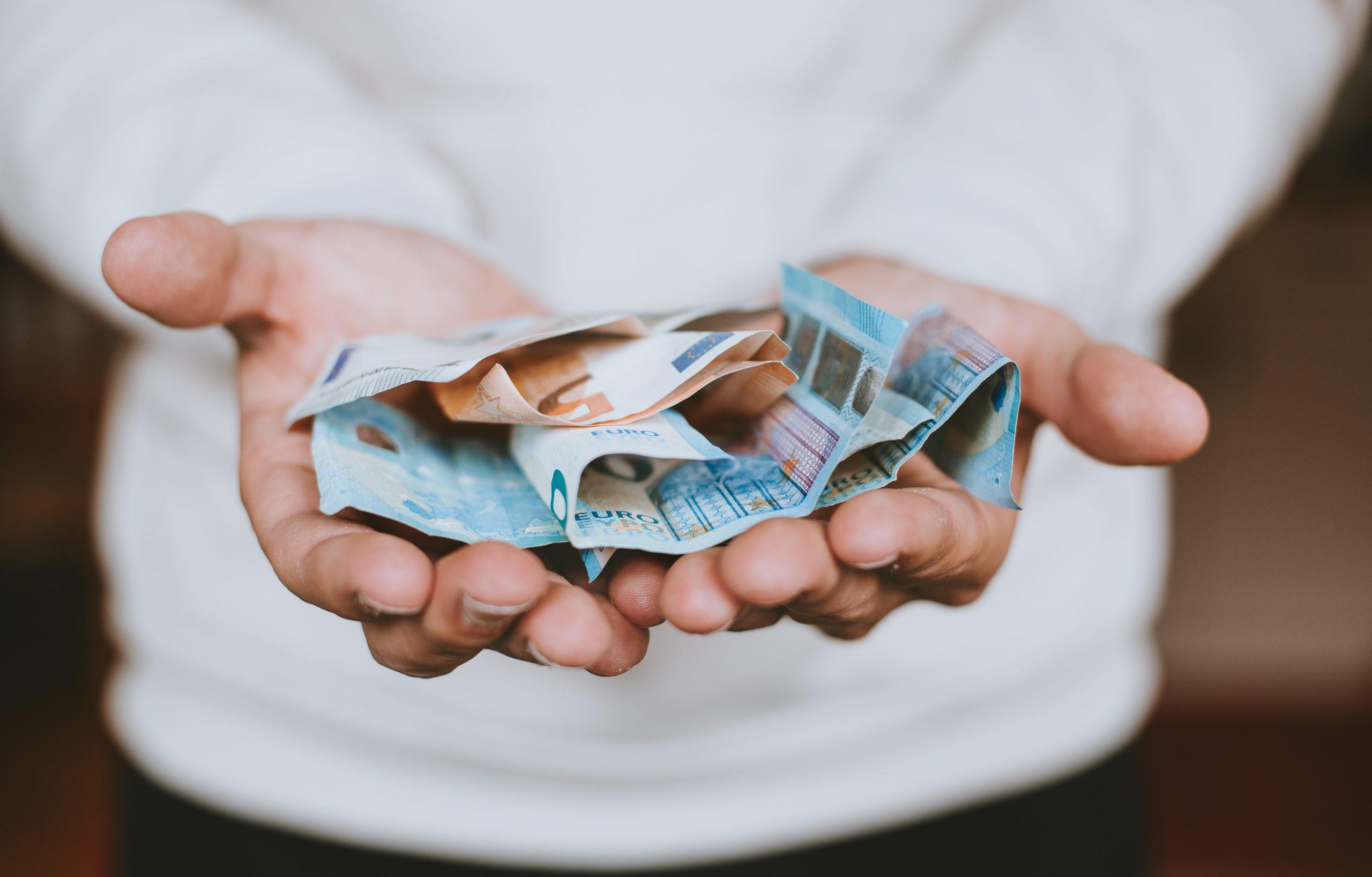 Geld in Händen
